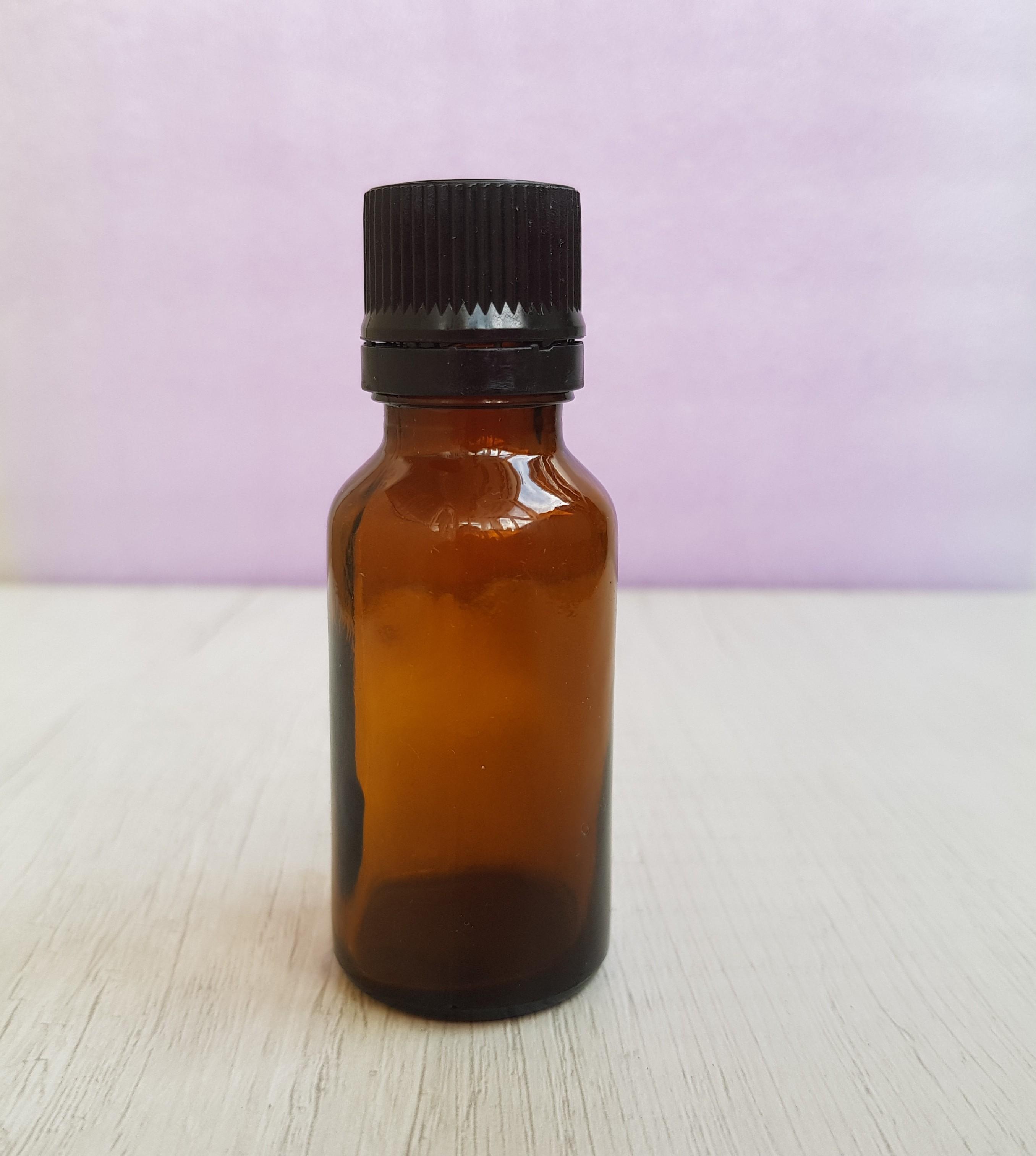 Бутылочка из темного стекла с капельным дозатором